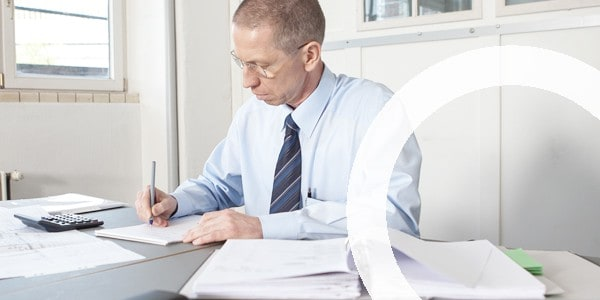 Wolfer UTS GmbH | Hans Wolfer bei einer Due Diligence Prüfung